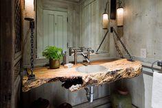Los baños rústicos están inspirados en el estilo del campo. Tienen ese estilo rural tan diferente al de la ciudad y huelen a tierra y troncos añejos. La madera es siempre la protagonista y se buscan líneas suaves, huyendo de lo geométrico.