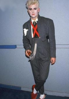 Stephen Jones Remembers Steve Strange, the London Club Fashion Hero Who Made His… - Tap the link to shop on our official online store! You can also join our affiliate and/or rewards programs for FRE Vintage 1950s Dresses, Vintage Outfits, Vintage Clothing, Fashion Show Poster, Blitz Kids, Stephen Jones, Stranger Things Steve, New Romantics, Fashion Figures