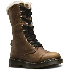 777f0e4f2a0 Achetez Chaussures fourrées sur le site officiel du Dr. Martens. Des Dr.  Martens populaires comme le 2976 Leonore Boot