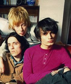 "woluf: "" qwerrie: "" thekinkoflimbs: "" Thom Yorke, Jonny Greenwood and Colin Greenwood at Thom's Oxford flat, 1993 (thanks to @qwerrie!) "" Ed and Phil might be somewhere about, too :D "" ultimate boyband dads """