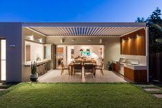 Russell Lea House by Mark Szczerbicki Design Studio Outdoor Kitchen Design, Patio Design, Outdoor Rooms, Outdoor Living, Alfresco Designs, Internal Courtyard, Modern Backyard, Architect House, Design Studio