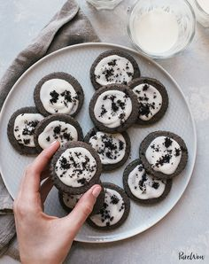 Cookies-and-Cream Shortbread Cookies Recipe - PureWow Christmas Desserts Easy, Easy Summer Desserts, Holiday Cookie Recipes, Holiday Cookies, Easy Desserts, Dessert Recipes, Party Recipes, Christmas Kitchen, Dessert Food