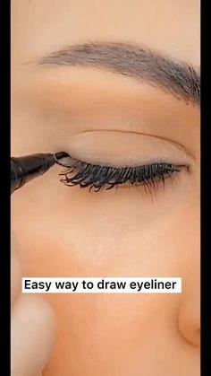 Makeup Tutorial Eyeliner, Makeup Looks Tutorial, No Eyeliner Makeup, Eyeliner Hacks, Eyeliner Styles, Eyeliner Ideas, Green Eyeliner, Eyebrow Tutorial, Easy Eyeshadow Tutorial