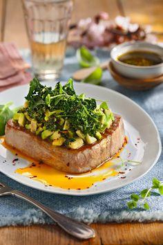 Atún con aguacate Healthy Recepies, Salmon Burgers, Avocado Toast, Food Art, Seafood, Food And Drink, Healthy Eating, Keto, Meals