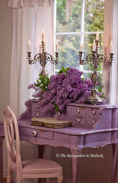 Purple desk... scrumptious!