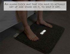 Un despertador en forma de alfombra que sólo se apaga cuando posas los pies encima durante varios segundos