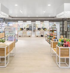 Un luogo nuovo: Farmacia 3.0 - AMlab - Oltre i luoghi comuni Pharmacy Design, Vampires, 3, Retail, Queen, Pharmacy, Ceiling, Show Queen, Shops