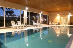 Una selección de los mejores campings con piscina climatizada para ir en familia en los meses de frío.
