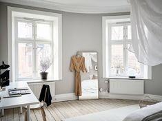 A cozy home with greige walls - coco lapine designcoco. Gray Bedroom, Bedroom Wall, Bedroom Decor, Bedroom Ideas, Nordic Bedroom, Scandinavian Apartment, Scandinavian Bedroom, Gray Interior, Interior Design
