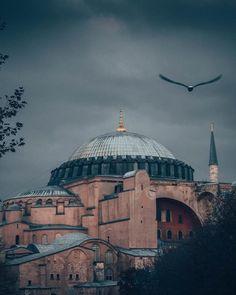 Hagia Sophia Istanbul, Coran Islam, Istanbul Turkey, Byzantine, Mosque, Curiosity, Islamic Quotes, Taj Mahal, Religion