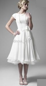 Simple beautiful modest dress: I love the white. I need a modest white dress