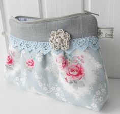sweet little thing want do this! 2019 sweet little thing want do this! The post sweet little thing want do this! 2019 appeared first on Fabric Diy. Bag Pattern Free, Small Sewing Projects, Denim Crafts, Boho Bags, Craft Bags, Sewing Appliques, Vintage Purses, Small Bags, Handmade Bags