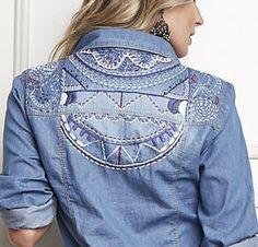 Camisa jeans bordada nas costas
