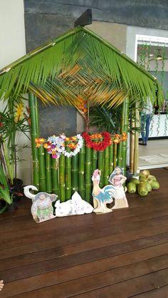 11 ideas moana birthday party photo booth for 2020 Moana Party, Moana Theme, Moana Birthday Party, Luau Birthday, Fiesta Theme Party, Luau Theme, Hawaiian Theme, Hawaiian Luau, Party Themes