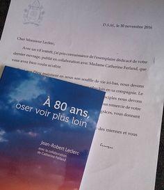 Ah ben ça, par exemple! Un livre magnifique auquel j'ai eu le plaisir de collaborer... se trouve maintenant au Vatican... et le pape François connaît mon nom!!! Si on m'avait dit qu'une chose pareille m'arriverait un jour, je ne l'aurais jamais cru! :)   #wow #vitahominis