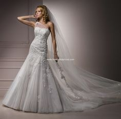 Vestido da Maggie Sottero, que vi no site Belle Sposa... Se fosse mais reto, era perfect!