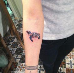 Cute little sea turtle on forearm by Eva Krbdk