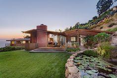 DeVault Residence by Herbert Kameon – Malibu, California. Malibu For Sale, House Worth, Malibu Homes, Luxury Estate, Residential Real Estate, Real Estate Sales, Sierra, Historic Homes, House Prices
