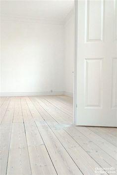 DIY-guide to lush Scandi floorsDIY-guide to lush Scandi floors via that nordic f. - DIY-guide to lush Scandi floorsDIY-guide to lush Scandi floors via that nordic feeling - White Painted Wood Floors, Diy Wood Floors, Pine Floors, Diy Flooring, Wooden Flooring, Inexpensive Flooring, White Flooring, Hardwood Tile, Cheap Flooring Ideas Diy