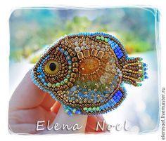 Броши ручной работы. Ярмарка Мастеров - ручная работа. Купить Драгоценная рыбка вышитая брошь с янтарем. Handmade. Рыбка брошь