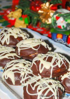 Κουραμπιέδες με επικάλυψη από δυο σοκολάτες