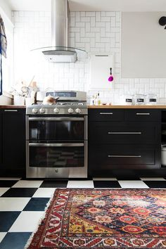 IKEA kitchen cabinets with Semihandmade fronts. Love the rug on classic checkered linoleum floor Black Kitchen Cabinets, Black Kitchens, Kitchen Rug, Kitchen Flooring, New Kitchen, Cool Kitchens, Kitchen Decor, Kitchen Black, Rental Kitchen