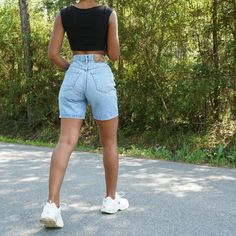 Jean Short Outfits, Basic Outfits, Mode Outfits, Cute Casual Outfits, Girl Outfits, Casual Shorts Outfit, Bermuda Shorts Outfit, Streetwear Mode, Streetwear Fashion