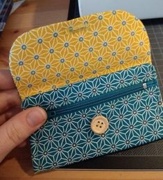 Couture - Best Sewing Tips Sewing Hacks, Sewing Projects, Sew Wallet, Diy Bags Purses, Creation Couture, Couture Sewing, Fabric Bags, Small Wallet, Wallets For Women