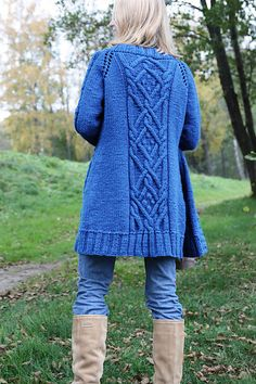 http://www.ravelry.com/projects/SuvisDesigns/splash-of-blue