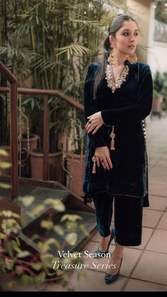 Indian Fashion Trends, Pakistani Fashion Casual, Indian Designer Outfits, Pakistani Outfits, Pakistani Formal Dresses, Pakistani Dress Design, Indian Bridesmaid Dresses, Velvet Dress Designs, Dressy Casual Outfits