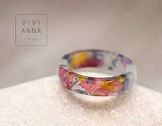 Resin ring with real flowers R080 van Viviannaschmuck op Etsy