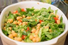 Iubesc salata si trebuie sa recunosc faptul ca zilnic prepar minim 3. Una vine pe la ora 12, cand da foamea cel mai tare. Apoi una pe la 15.00 si sigur mai mananc una pe seara, pe la ora 19.00 &#82…