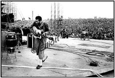 Richie Havens at the Woodstock Fest. 1969 ☮