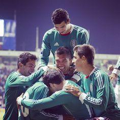 El equipo festejando un Gol  #seleccionmexicana #mexico #futbol #soccer #sports