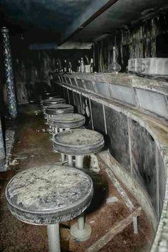 Looks like an old steakhouse bar, abandons Lonestar, maybe??