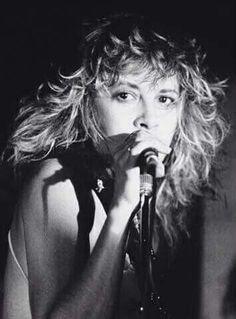 Stevie Nicks, love her hair ! Members Of Fleetwood Mac, Buckingham Nicks, Stephanie Lynn, Hippie Man, Stevie Nicks Fleetwood Mac, Look Vintage, Rock Legends, Portraits, Her Music