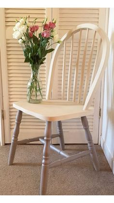 Ideas Wood Chair Upcycle Painted Furniture For 2019 Painted Wood Chairs, Chalk Paint Chairs, Old Wooden Chairs, Wicker Dining Chairs, Painting Wooden Furniture, Metal Chairs, Windsor Chairs, Outdoor Dining, Wooden Chair Makeover