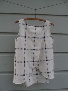 split back Tiny pocket tank top pattern hack Diy Clothing, Sewing Clothes, Clothing Patterns, Dress Patterns, Sewing Patterns, Shirt Patterns, Clothes Refashion, Diy Tops, Shirts & Tops