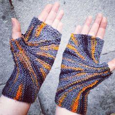 Ravelry: Starburst Mitts pattern by Sybil R
