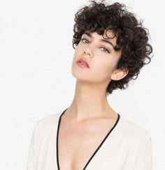 Curly Short Hairstyles #Frisuren #HairStyles Es gibt brillante Frisuren & style-Ideen, die lieben Ihr lockiges Matte wieder, meine Damen! Manchmal lockiges Matte ist wirklich schwergewichtig ...