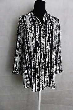 Mossimo Beautiful Black and White Silky Poly V-Neck Tunic with 3/4 sleeves  SZ M