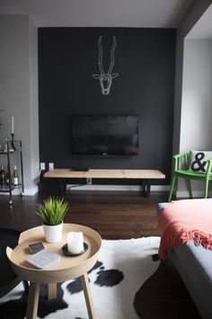 Stylish Black Accent Walls Bedrooms Ideas – Home Interior and Design Dark Living Rooms, Accent Walls In Living Room, Living Room Paint, Living Room Decor, Dark Rooms, Small Living, Modern Living, Bedroom Decor, Black Accent Walls