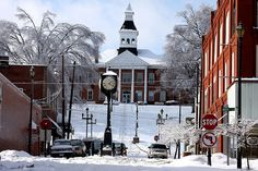 Looks almost like a postcard, doesn't it?  Snow in downtown Cape Girardeau Missouri Hummie~, via Flickr