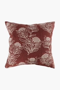 This jacquard scatter with its beautiful protea detail will add some rustic charm to your decorating style. Scatters are a great way to refresh the look of
