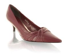Barratts Smart Pleat Detail Court Shoe -Size 10 Pointed toe court shoePleat detail at toeLeather look upper with low heelHeel height 5.5cmFancy footwork!Product name: Jenna Tall http://www.comparestoreprices.co.uk/womens-shoes/barratts-smart-pleat-detail-court-shoe-size-10.asp