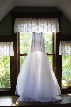 Gorgeous dress! | Tapestry House Wedding & Event Center | Photo by Leigh Ray Photography.