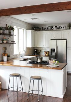 Small Space Living Series- Mini Series with TWO Kitchens Low on pantry space or have a small kitchen? These two fabulous kitchens will have you inspired about making the most of your kitchen organization on our small space living series! Kitchen And Bath, New Kitchen, Kitchen Dining, Kitchen Decor, Kitchen Interior, Decorating Kitchen, L Shape Kitchen, Barn Kitchen, Kitchen Sinks