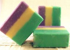 Make fudge to look like this- fun for Mardi-gras, and I think Sandy said she's making fudge. I have the gel food coloring if we want to do it! Mardi Gras Food, Mardi Gras Carnival, Mardi Gras Party, Fudge Recipes, Candy Recipes, Cookie Recipes, Oh Fudge, Mardi Gras Decorations, Mardi Gras Costumes