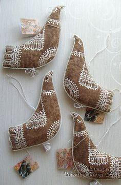 Fabric Ornaments, Felt Ornaments, Felt Christmas, Christmas Crafts, Felt Crafts, Diy And Crafts, Bird Quilt Blocks, New Year Diy, Fabric Birds
