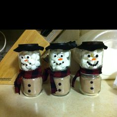 Hot cocoa snowmen in baby food jars - I wish I had enough baby food jars to do this for my work.